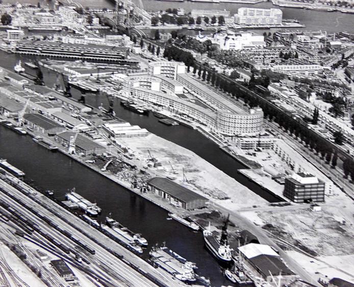 Rechtsonder staat kantoorpand ODS, bij de Peperklip aan de Binnenhaven. Links de Spoorweghaven.