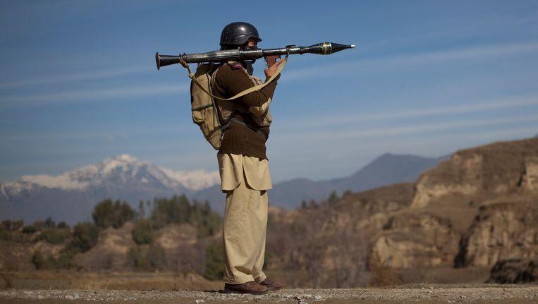 Een Pakistaanse militair met ene raketwerper Beeld reuters