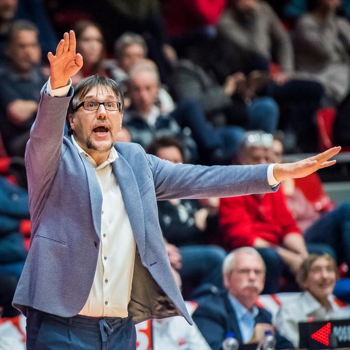 Silvano Poropat is ook volgend seizoen hoofdcoach van New Heroes.