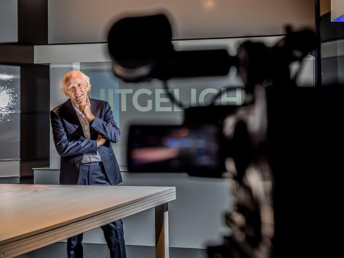 Dolf van de Vegte, directeur van tv-zender Family7, in 1 van de studio's.