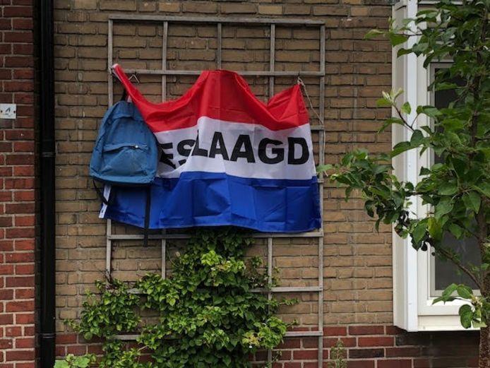 De vlag gaat uit voor Thom uit Haaksbergen.