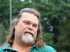 Geen bijstand, maar een basisbaan. Hans Stam (48) weet hoe dat werkt