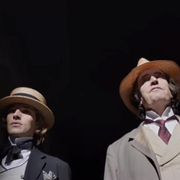 The Happy Prince is een **grimmig en bedwelmend** kunstenaarsportret van Oscar Wilde
