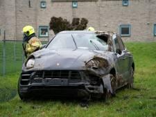 Peperdure Porsche loopt zware schade op door fors ongeluk in Zevenaar