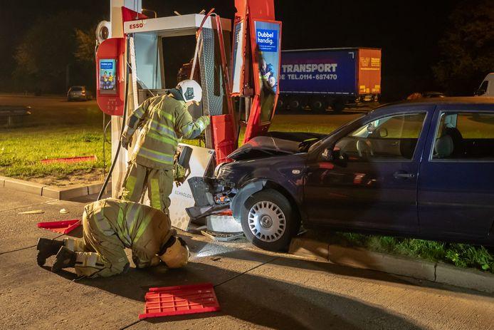 Automobilist ramt benzinepomp A27 Eemnes.