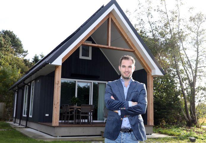 Bas Hobelman heeft grote plannen voor camping de Betteld in Cadzand. Er staat al één beach house als demowoning.