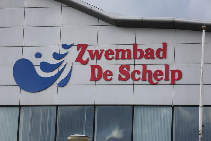 Zwembad De Schelp aan De Boulevard Noord in Bergen op Zoom blijft voorlopig dicht. Reden is dat er roestvorming is gevonden in bouten in de draagconstructie van het gebouw.