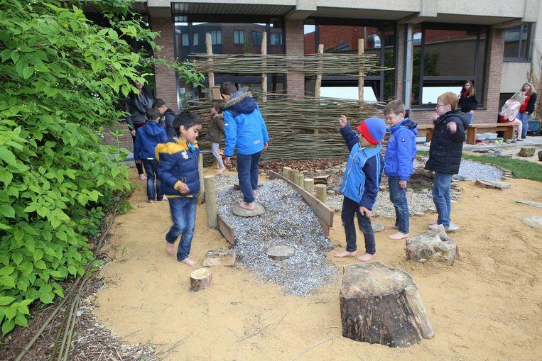 De leerlingen van de Sterretjes mochten als eersten het pad uitproberen.