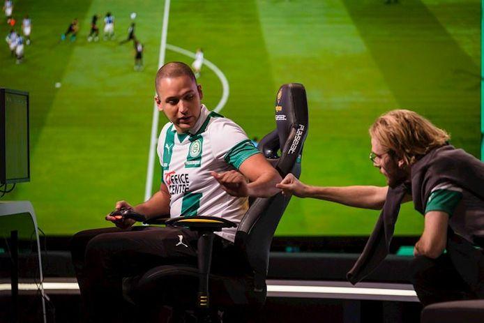 Levy Frederique (links) speelde een jaar geleden in de eDivisie voor FC Groningen samen met zijn teamgenoot Nick den Hamer.