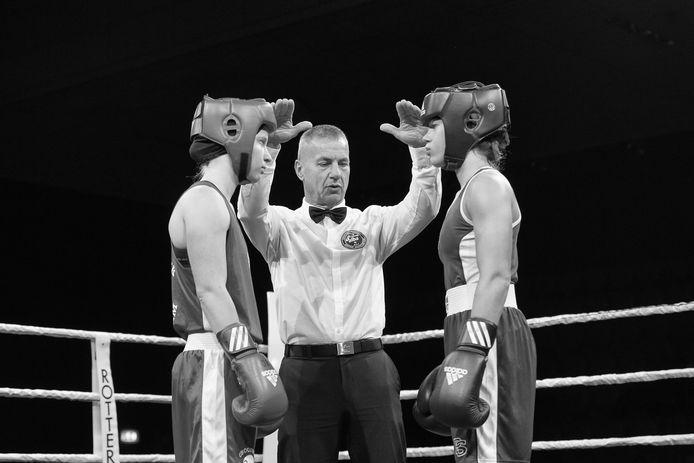Neurologiestudente Gina Hofman in de ring tijdens een wedstrijd.