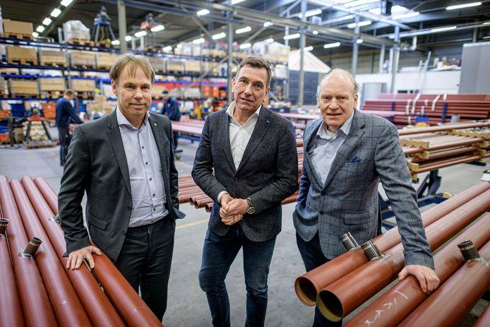 Erik Lammerink (midden) van Lammerink Installatiegroep uit Ootmarsum met zijn gelegenheidscompagnons Marcel de Groot (rechts) en Harry Drenth (links) van De Groot  Installatiegroep.