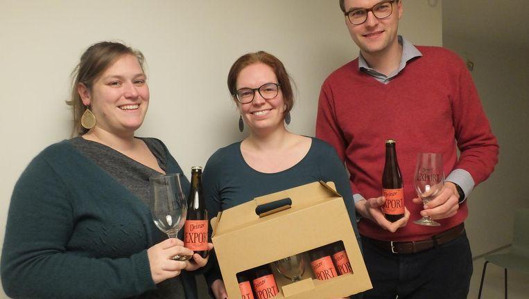 Delphine Desmet, Julie Braem en Cédric De Jaeger met hun bier.