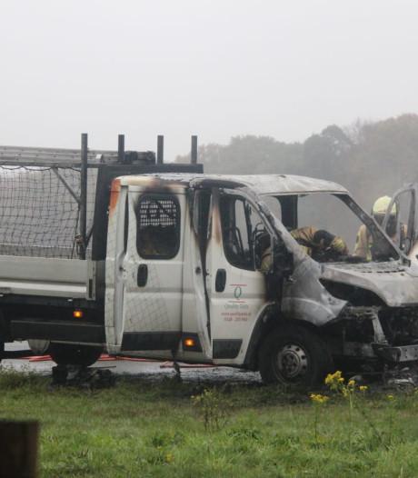Autobrand op A1 bij Enter zorgt voor flinke vertraging