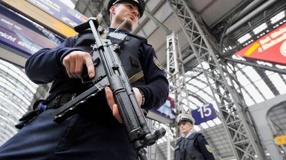"""Duitse politie houdt nachtelijke terreuroefening in centraal station Frankfurt: """"Schoten en bloed"""""""