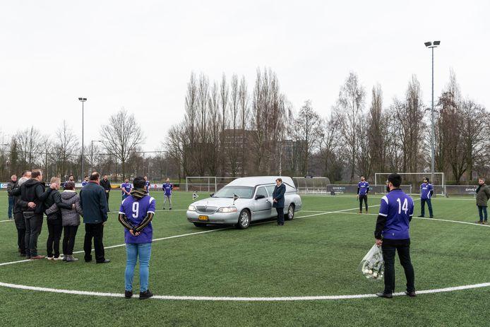 Voetbalclub A.P.W.C. nam op gepaste wijze afscheid van 'Ome Dick'.