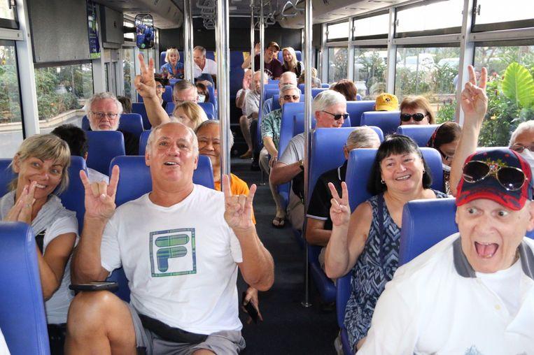 Deze passagiers zijn door het dolle heen omdat ze de Westerdam mochten verlaten.