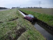 Auto in de sloot op A58 bij Rilland