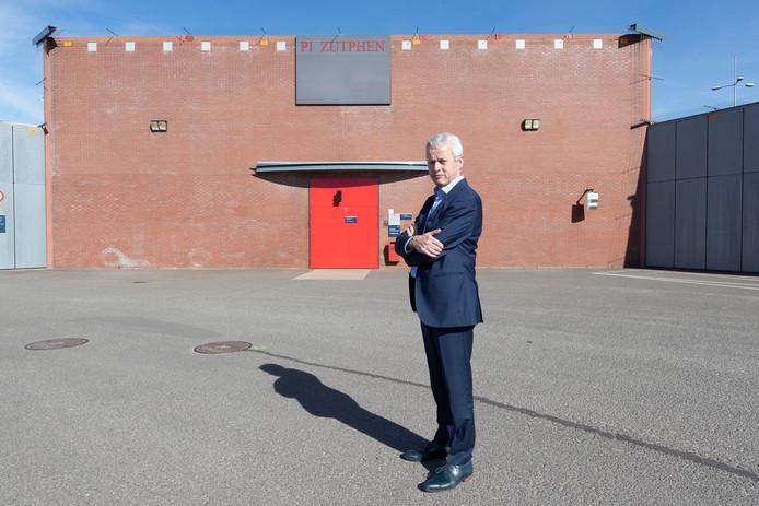 Ruut Bernsen, directeur van de PI Zutphen neemt binnenkort afscheid van de instelling.