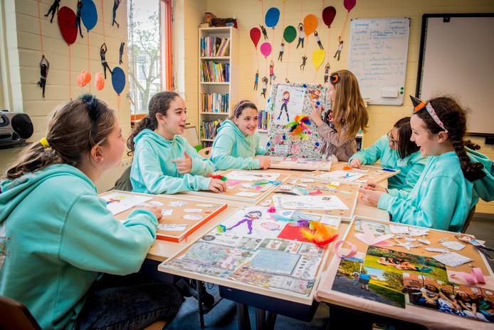 Pubermeiden in de Paul Krugerschool namen doorgegeven aan Julia Broos