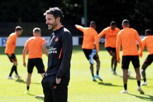 Mark van Bommel bij de laatste training van PSV voor het duel met Sporting Portugal.