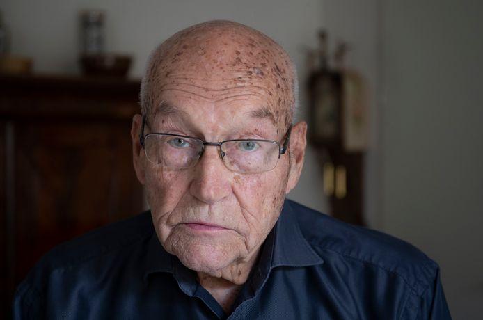 Piet Alderlieste heeft samen Annemarie Bootsman een boek geschreven over zijn verblijf in een Jappenkamp tijdens de Tweede Wereldoorlog.