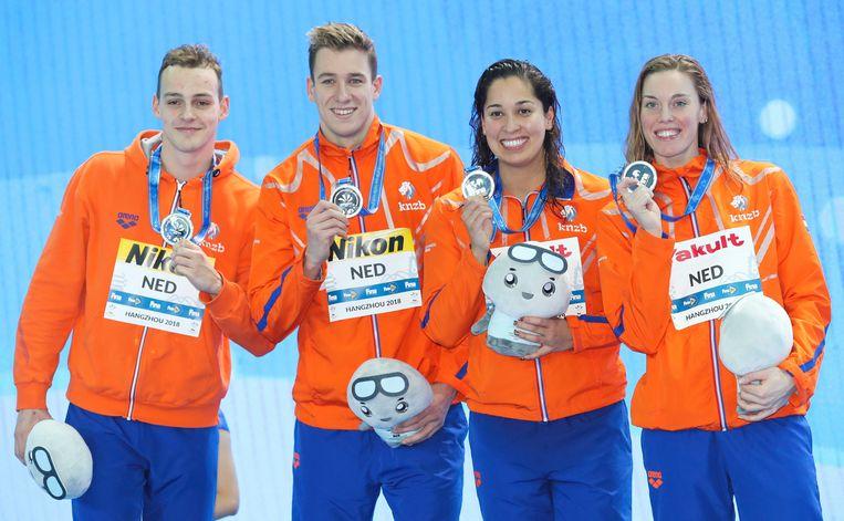 (vlnr) Jesse Puts, Stan Pijnenburg, Ranomi Kromowidjojo and Femke Heemskerk wonnen zilver tijdens het WK zwemmen op de 4x50 meter vrije slag gemengd. Beeld AP