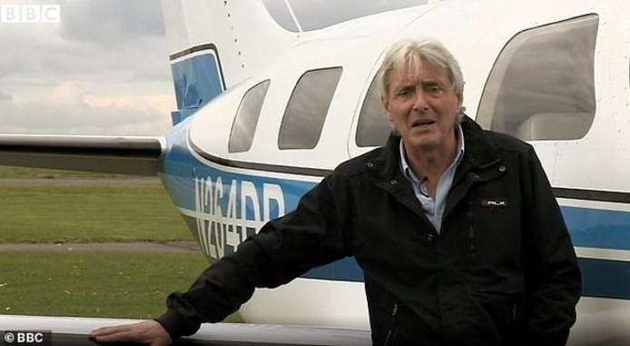 David Henderson bij een Piper Malibu, een toestel dat hij geregeld bestuurde.