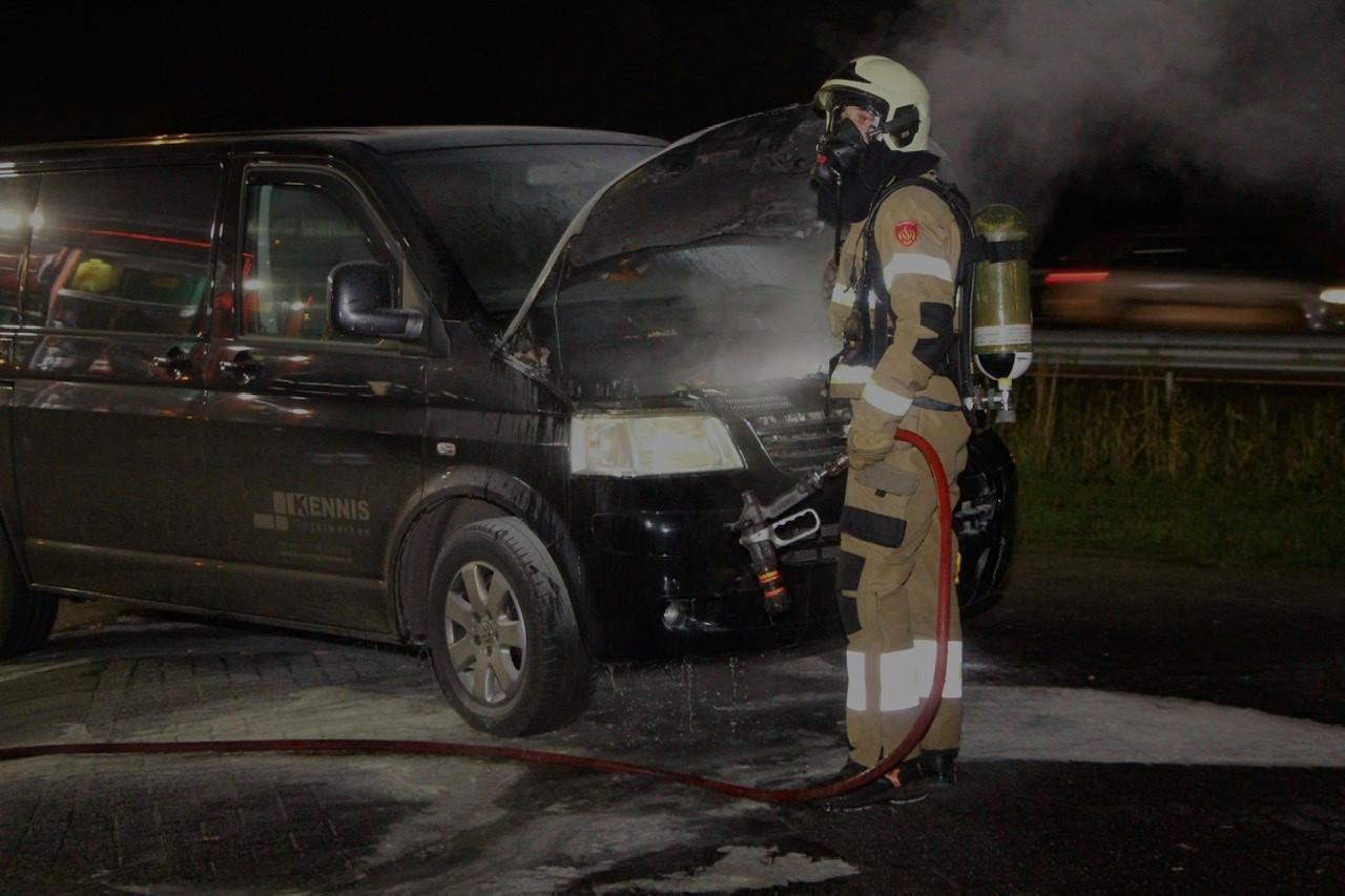 Bestelbus vat vlam bij Esso tankstation langs A2 bij Liempde