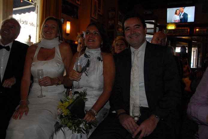 In totaal waren er 23 echtparen aanwezig tijdens de 'hertrouw'-ceremonie in café Reinders
