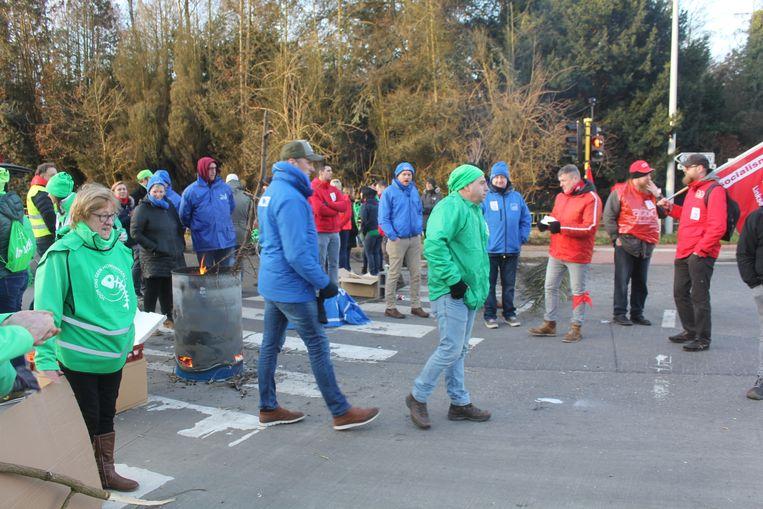 Vakbonden bezetten deze ochtend het industrieterrein in Erembodegem.