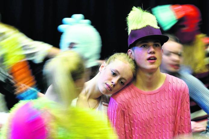Repetitie van de gezamenlijke Oostpool/Introdans jongerenproductie 'Het slecht bewaakte meisje' uit 2015. Foto: Gerard Burgers
