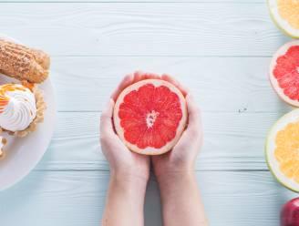 """Expert legt uit hoe je je eetgedrag onder controle krijgt: """"Perfecte portie is maar zo groot als een pompelmoes"""""""