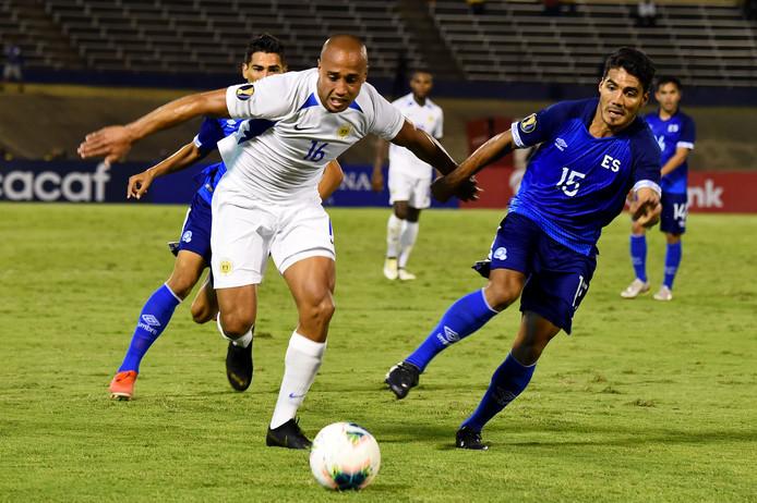 Gino van Kessel in actie namens Curacao tijdens de Gold Cup.