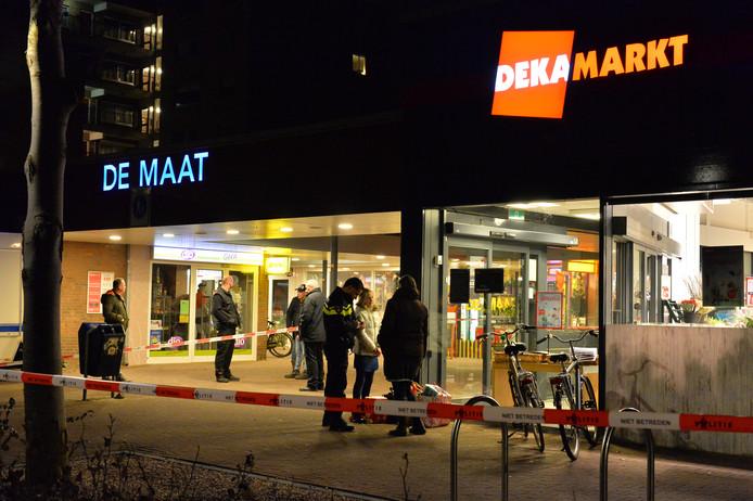 Gewapende overval op de Dekamarkt in Apeldoorn.