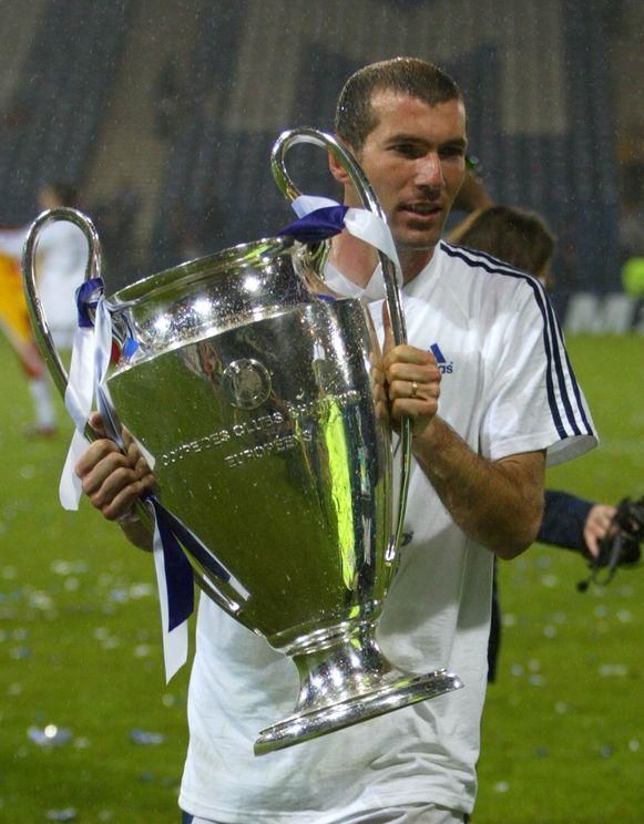 Zidane in 2002 met de negende Champions League voor Real Madrid. De teller staat inmiddels op tien.