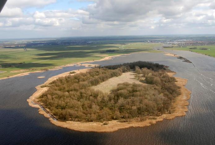 In het Zwarte Water bij Kraggenburg ligt het Vogeleiland.