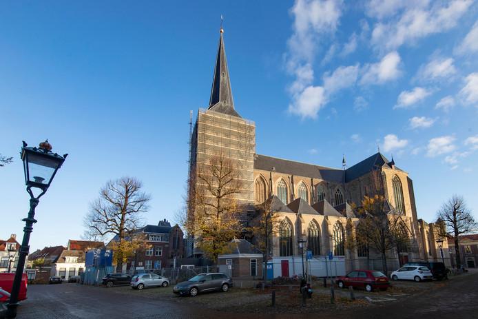 De Bovenkerk in Kampen werd in de steigers gezet om scheefzakken te stoppen. De Rijksdienst voor het Cultureel Erfgoed honoreerde een subsidieaanvraag voor deze kerk, van ruim drie ton.