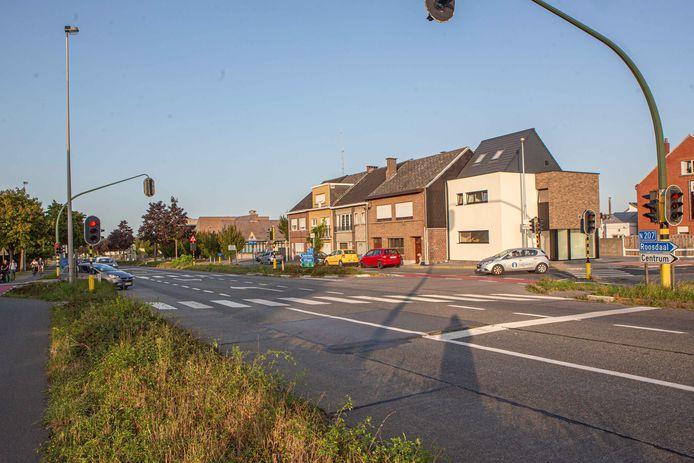 De Affligemsestraat ter hoogte van het kruispunt met de Kleemputtenstraat.