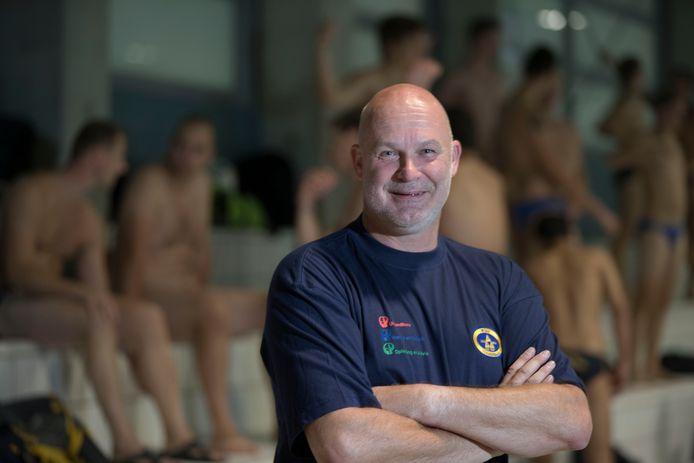 Coach Ritske van Wijk drie jaar geleden tijdens zijn eerste periode bij VZC. Hij keert nu terug als assistent.