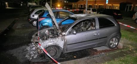 Geparkeerde auto uitgebrand in Arnhem