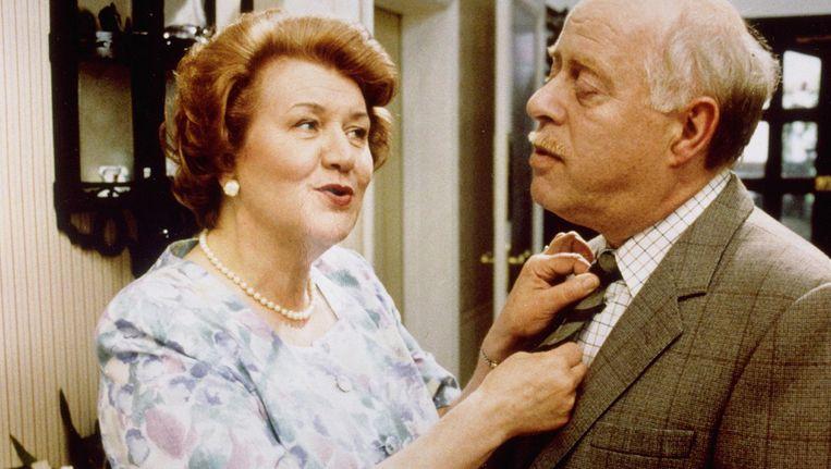 Patricia Routledge, hier te zien als Hyacinth Bucket in Keeping up Appearances met haar tegenspeler Clive Swift. Beeld anp