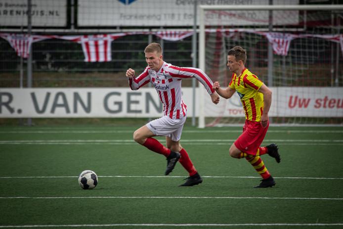 Nick Stienstra in het duel tegen Go Ahead Kampen.