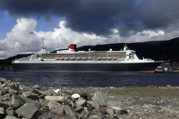 Het cruiseschip Queen Mary 2 in de haven van het Noorse Bergen.