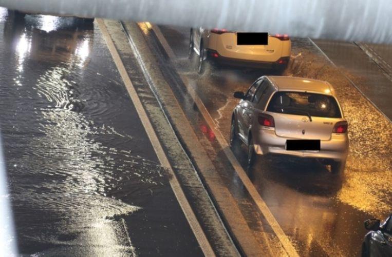 Het verkeer moest vertragen in Aalst om door de tunnel te rijden.