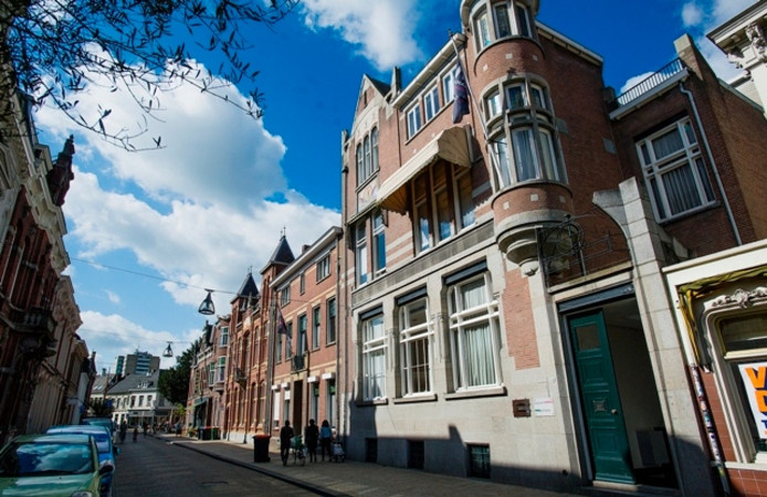 Het pand waar vroeger MannaertsAppels was gevestigd, het advocatenkantoor verhuisde naar de Spoorlaan. Foto John Schouten/PVE