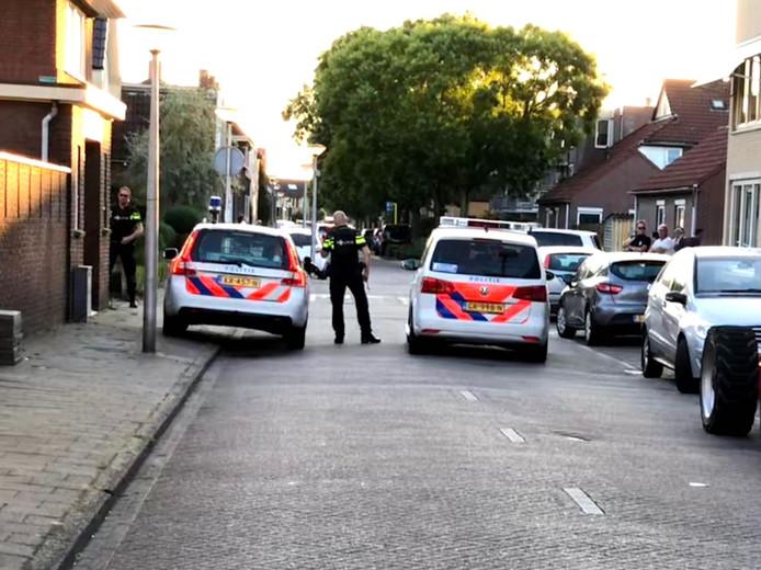 Politieactie in de Sumatrastraat na de schietpartij op de Westerval in Enschede.