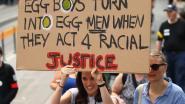 Protesten tegen Australische senator die 'eiertikker' sloeg, tiener krijgt massaal steun (en al huwelijksaanzoek)