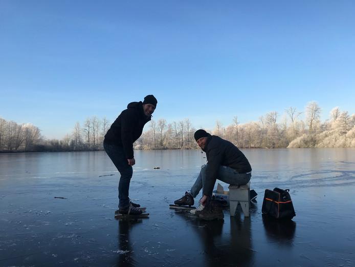 """Daan en Rolf betreden het ijs op eigen risico. ,,Alles in mij zegt: ga terug!"""""""