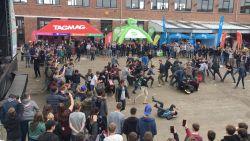 700 leerlingen uit de bol tijdens festival op speelplaats - inclusief grote 'wall of death'