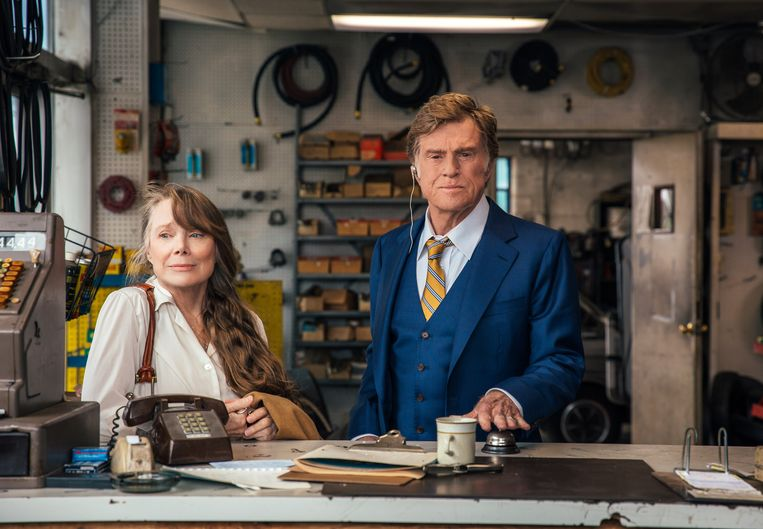 Robert Redford en Sissy Spacek als Forrest Tucker en Jewel in The Old Man and the Gun.  Beeld